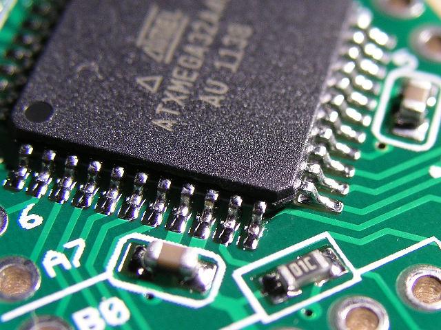 Closeup of the XMega32A4U's pins